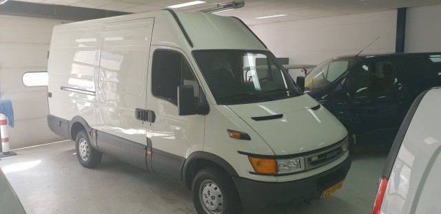 Iveco Daily 35 S 12V 330 H2